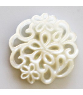 BeauMonde Jewelry - White mother-of-pearl 19 mm floral medallion