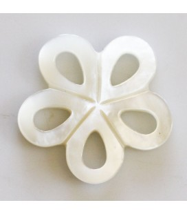 BeauMonde Jewelry - White mother-of-pearl 20 mm naive openwork flower