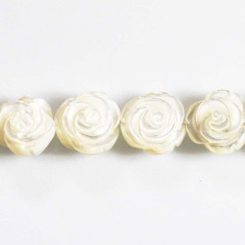 BeauMonde Jewelry - White mother-of-pearl 14/15 mm rose pattern
