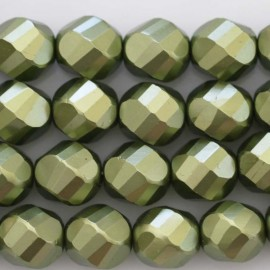 BeauMonde Jewelry - Pearl lacquered 12 mm round large green faceted
