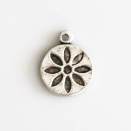 Engraved flower medal 10 mm silver metal