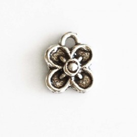 Flower clover s/square 10 mm silver metal