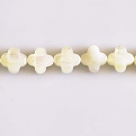 Mother-of-Pearl 10 mm faceted clover