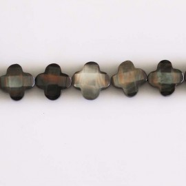 Mother-of-Pearl clover faceted 10 mm