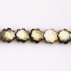Mother-of-Pearl 10 mm faceted flower