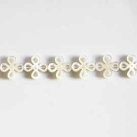 White mother-of-pearl 13 mm Chinese knot