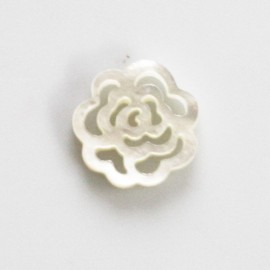 White 15 mm mother-of-pearl rose openwork pattern